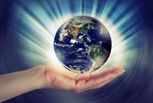 aarde 4 met hand kleiner